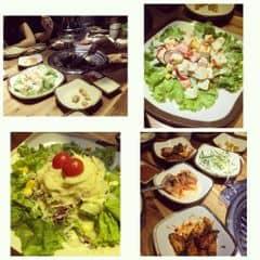 Đồ nướng ở Gogi khá là ngon. Gia vị tẩm ướp tạo cảm giác ko bị ngấy quá sau khi đã ăn nướng và chuyển sang lẩu. Ko gian thiết kế ấm cúng. Món salad khoai tây thì khỏi chê.
